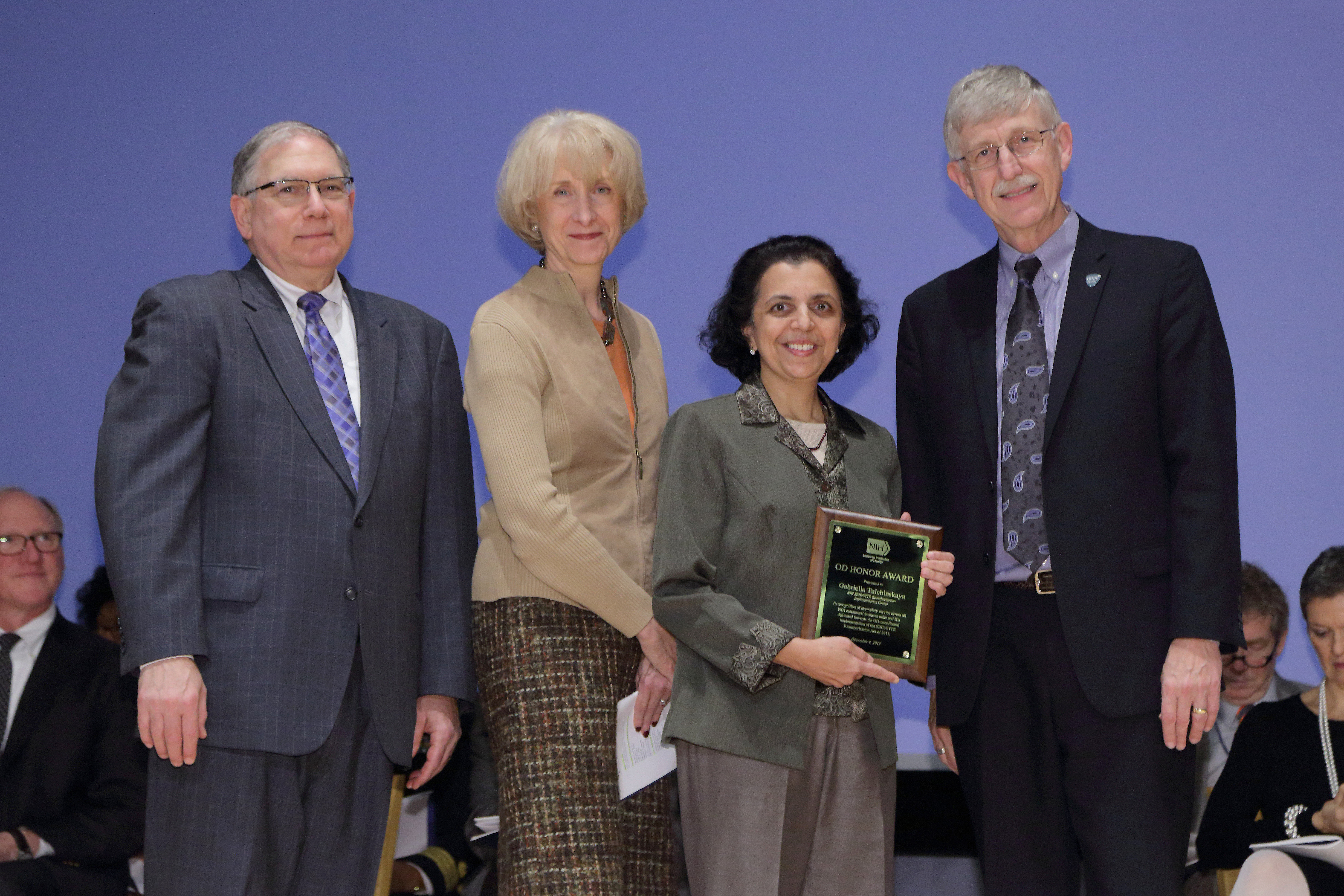 Image of Medha Bhagwat receiving the 2013 NIH Honor Award